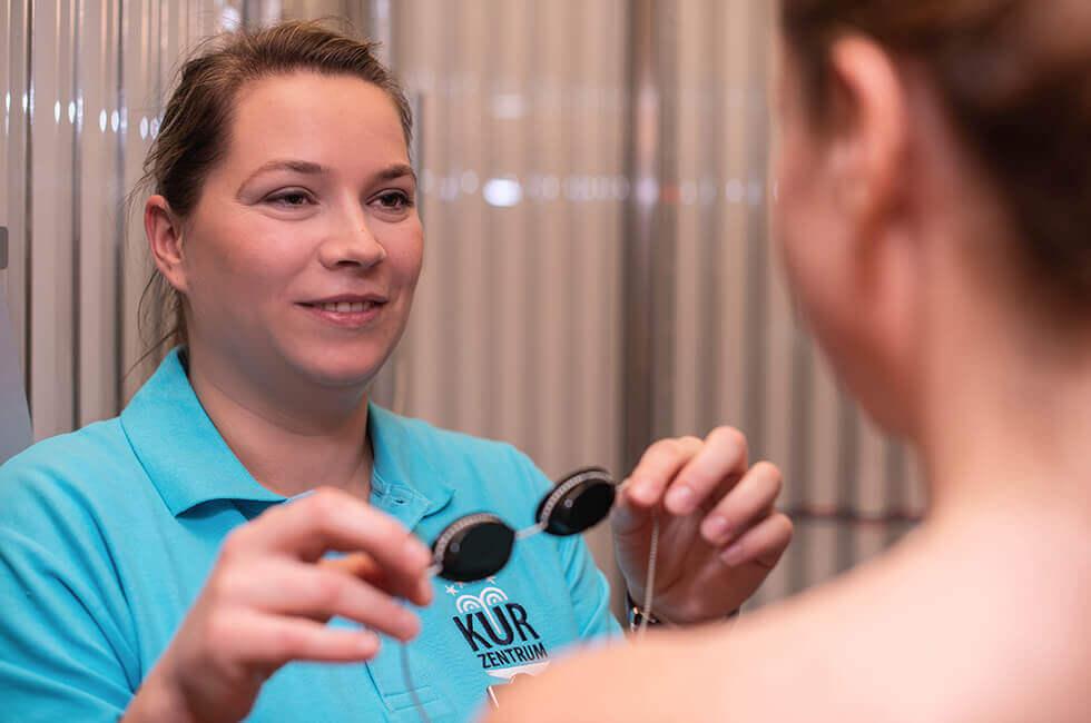Photo-Therapie in Verbindung mit Sole bei Veränderungen des Hautbildes und zur Verbesserung der psychischen Stimmungslage