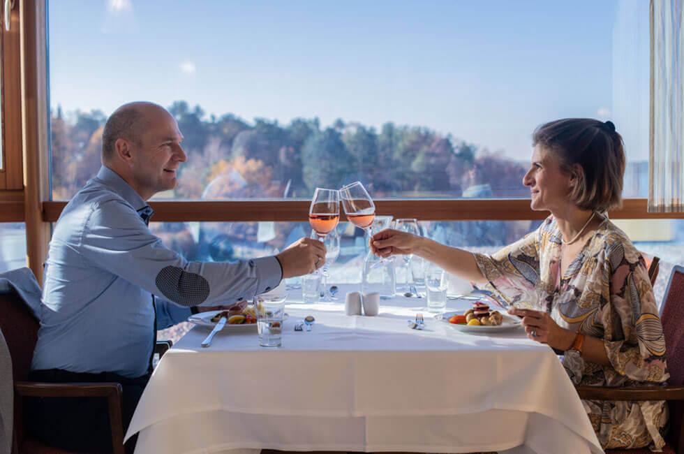 Stilvolles Ambiente im Panoramarestaurant mit 3-Gänge-Menü