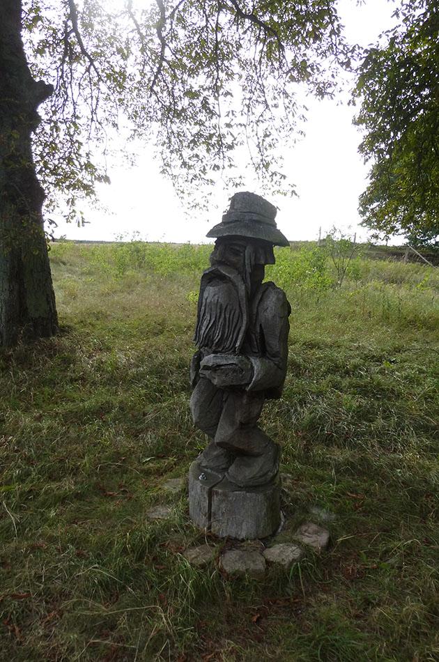 Holzstatue: Radtour an der Müritz