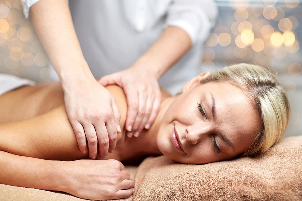 Entspannung bei einer Massage im Beauty & SPA im Gesundheitshotel